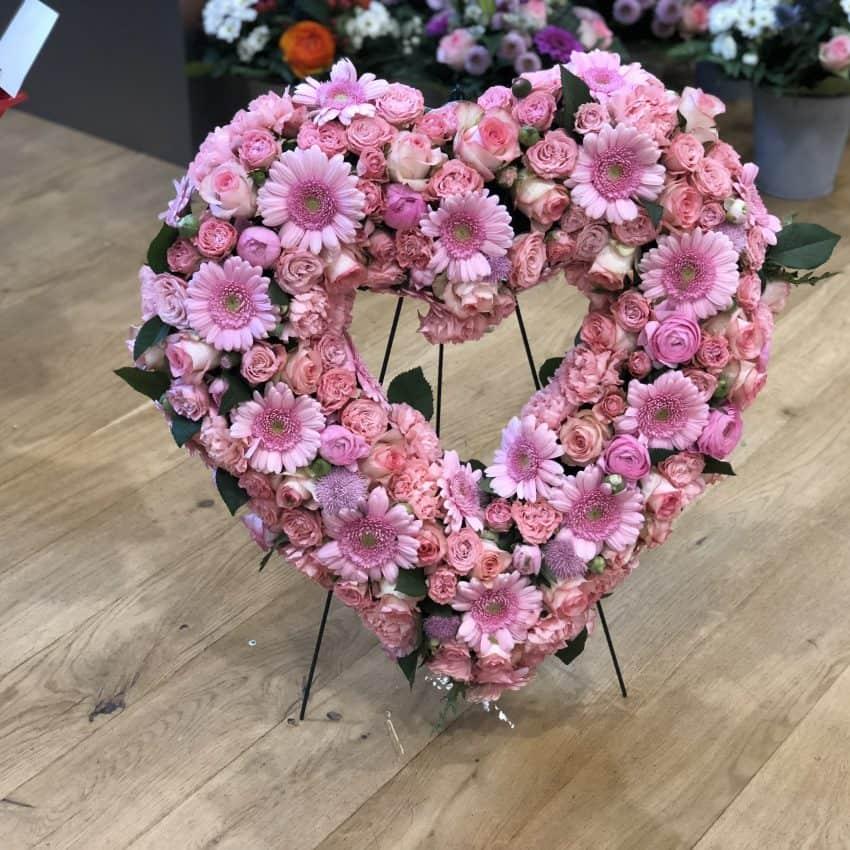 Send blomster en hjerte til begravelse levere til hele Danmark