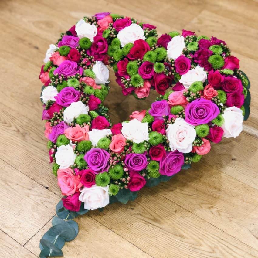 Send blomster en hjerte til begravlese leveres til hele Danmark